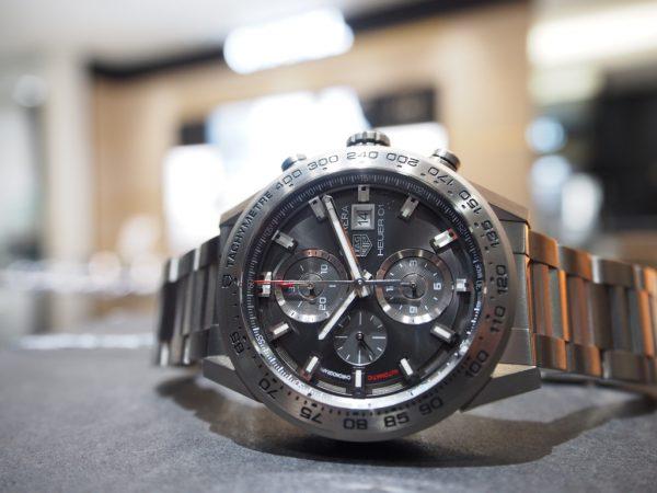 新年1発目の時計のご紹介!タグ・ホイヤー「カレラ ホイヤー01 クロノグラフ 43mm チタニウム」