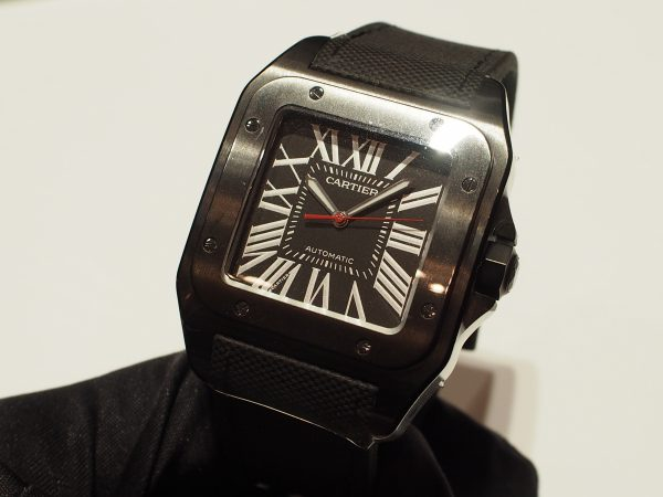 カルティエ初の男性用腕時計【サントス】の中からオールブラックがかっこいい!!サントス100 カーボン ウォッチ