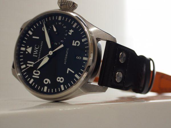 シンプルで飽きのこないデザイン。誰が見てもカッコイイと思える時計【IWC ビッグ・パイロット・ウォッチ】再入荷しました!!