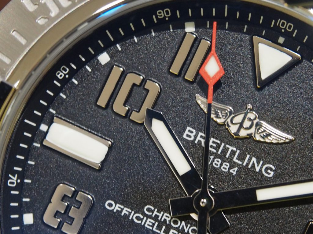 "【BREITLING(ブライトリング)】3000メートル防水を備えた""アベンジャーII シーウルフ"""