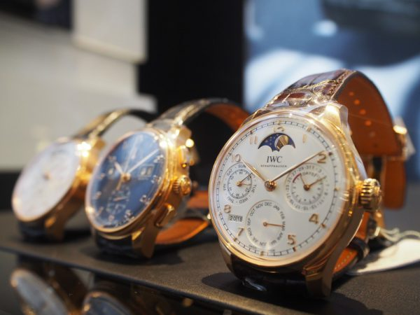 今回、IWCの代表格 ポルトギーゼ シリーズより300万円オーバーのお時計を3本ご紹介致します!!