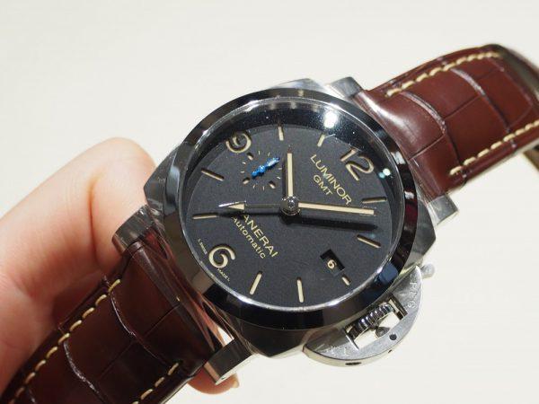 秋に向けて革ベルトの時計を楽しもう♪パネライ/PAM01320