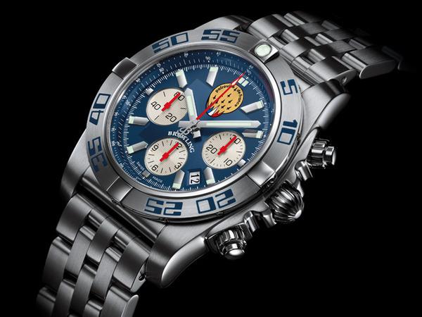 爽やかなブルーが魅力的な世界限定600本のクロノマット 44 パトルーユ ド フランス