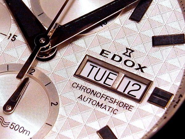 EDOXクロノオフショア1の綺麗なシルバー文字盤を採用したモデルが店頭でご覧いただけます。 クロノオフショア1 クロノグラフオートマチック 01114-3-BIN