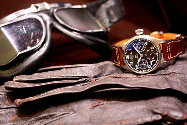 """IWC限定750本のパイロットウォッチ、複雑時計のパーペチュアルカレンダー搭載の「ビッグ・パイロット・ウォッチ・パーペチュアル・カレンダー """"アントワーヌ・ド・サンテグジュペリ""""」。"""