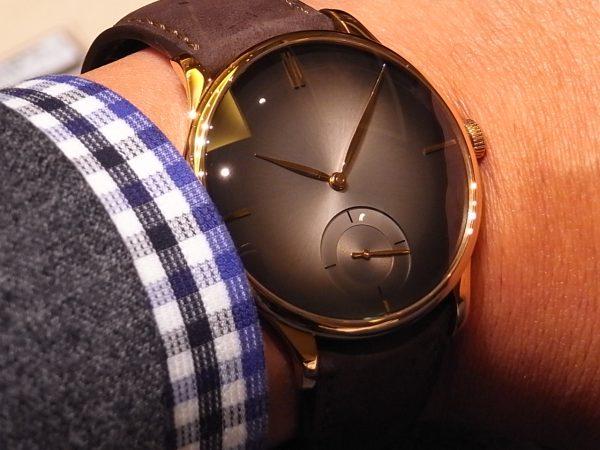 H.Moser シンプルを極めた ロゴもなく4つのメインインデックスだけの時計「ベンチャー・スモールセコンド・ピュリティ」。