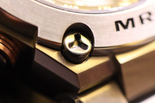 G-SHOCK 強く、軽く、美しく、銅(あかがね色)色に輝く MR-G スペシャルエディション「G1000DC-1AJR」 が大阪心斎橋店でご覧いただけます。