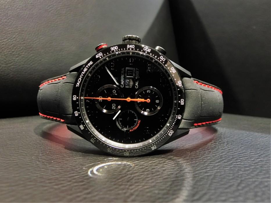 マットブラック仕上げのレーシングクロノ タグ・ホイヤー カレラ 「CAR2A80.FC6237」