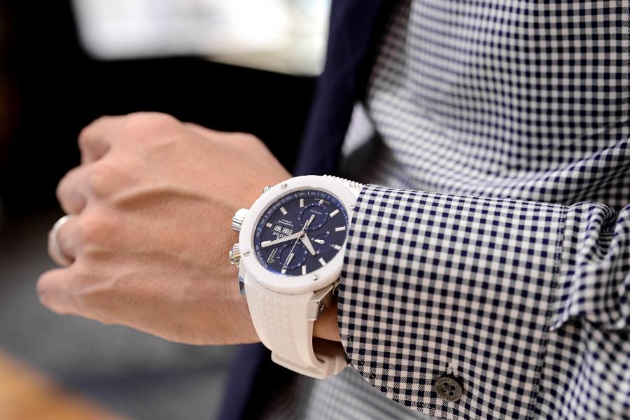 鮮やかなホワイト×ブルーでoomiya創業38周年を記念したエドックス限定モデル