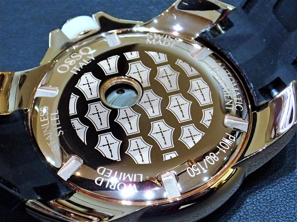 春の装いにリッチなゴールドケースの時計はいかがですか?『オッソ イタリィ PW01』