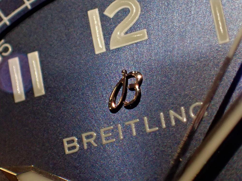 驚異の薄さ~秋はシンプル時計でクラシックに…ナビタイマー8