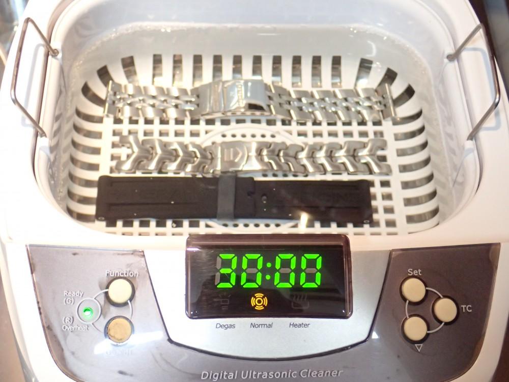 夏の汗でついた気になる汚れは、お早めの洗浄で綺麗に!
