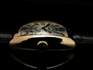 フランク・ミュラー 究極の3次元フォルム「トノウ・カーベックス」 ケース素材は18Kイエローゴールド