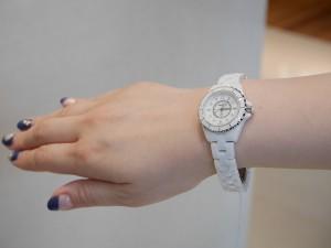 腕元に爽やかな時計!!シャネルJ12ホワイトセラミック