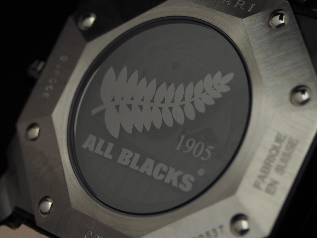 ブルガリとニュージーランドラグビーのコラボモデル「オクト オールブラックス」-BVLGARI -PC120387