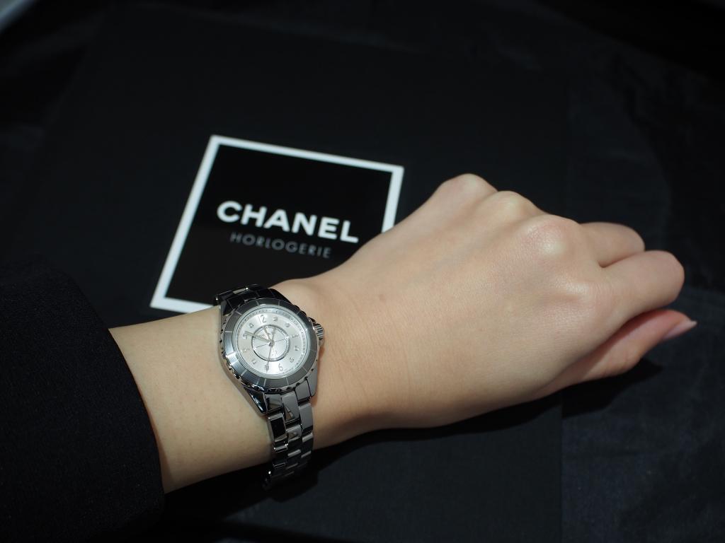 人と違った時計をお探しの方にシャネル「J12 クロマティック 29mm ダイヤモンドインデックス」-CHANEL -P1070957