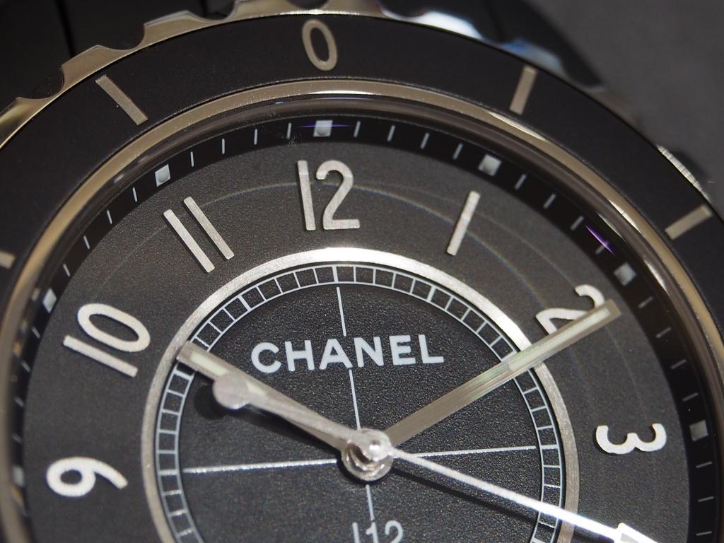 艶消しで落ち着いた印象に!シャネル「J12 マットブラック 42mm」-CHANEL -P8290720