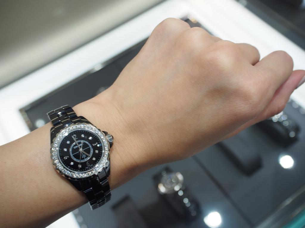 どのようなシーンにも華やかさをプラスします♪シャネル「J12 ブラック ダイヤモンド 29mm」-CHANEL -P9180293