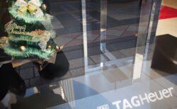 TAG Heuer コーナーを 「クリスマス仕様」 に飾り付け☆彡