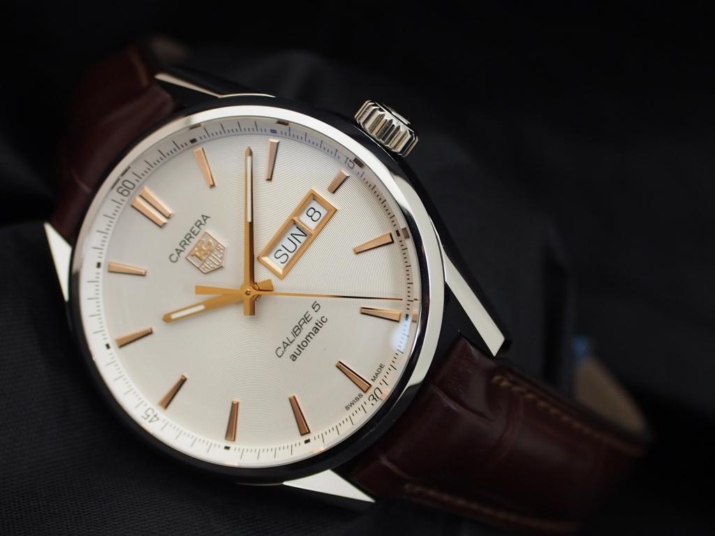 オンオフ問わない実用的な時計!タグ・ホイヤー「カレラ キャリバー5 デイデイト」