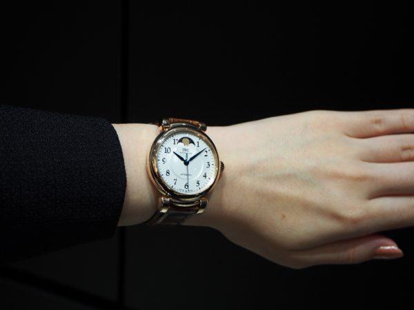 憧れの金時計もウィンターフェアで現実的に!?12月30日まで!!IWC「ダ・ヴィンチ・オートマティック・ムーンフェイズ 36」-IWC フェア・イベント情報 -PA260347-600x450
