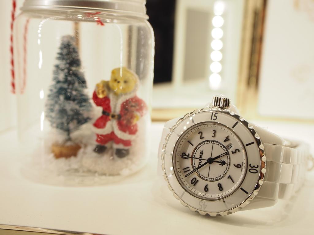 プレゼントは毎日着けれる時計が喜ばれます!シャネル「J12 33mm(H0968)」