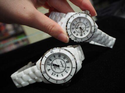 夏にぴったりの時計です!!シャネル「J12・ホワイト」