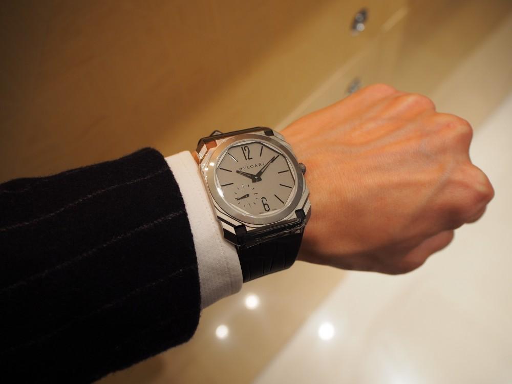 高級感のある時計は世界最薄自動巻き腕時計 ブルガリ オクト フィニッシモ-BVLGARI -P1050287