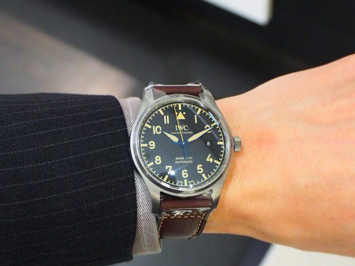 伝統と実用性を両立したIWCらしい時計 「IWC パイロット・ウォッチ・マーク XVIII ヘリテージ 」-IWC -P1240458-700x525