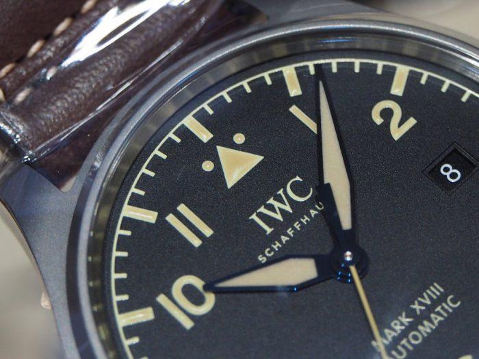 伝統と実用性を両立したIWCらしい時計 「IWC パイロット・ウォッチ・マーク XVIII ヘリテージ 」-IWC -P1240466-700x525