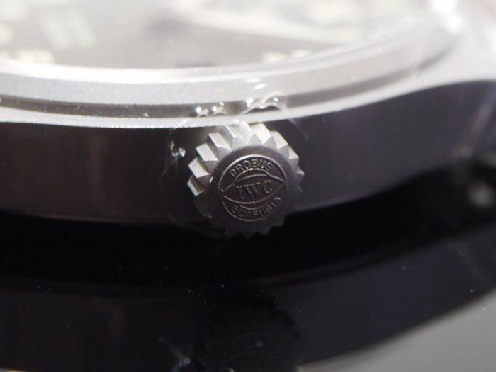 伝統と実用性を両立したIWCらしい時計 「IWC パイロット・ウォッチ・マーク XVIII ヘリテージ 」-IWC -P1240469-700x525
