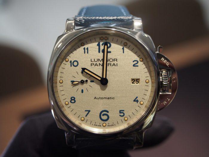 パネライよりPOPなデザインが印象的な 「PAM00906」-PANERAI -P2230181-700x525