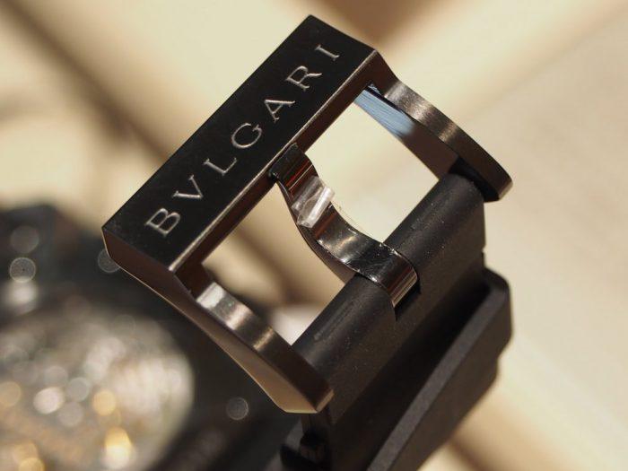 漆黒のブラックケースでオシャレな春夏スタイル「ブルガリ オクト ヴェロチッシモ」-BVLGARI -P3220458-700x525