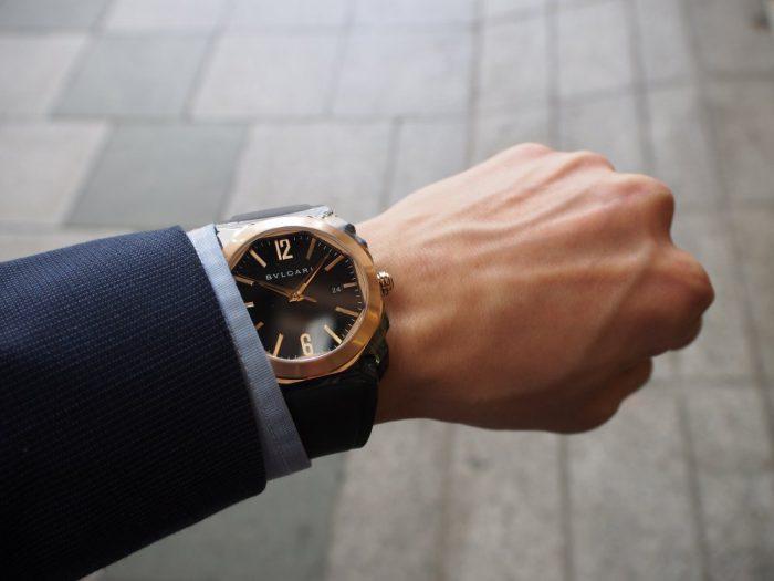 夏の腕元を華やかに。ラバーベルトの時計「ブルガリ オクト オリジナーレ」-BVLGARI -P4090681-700x525