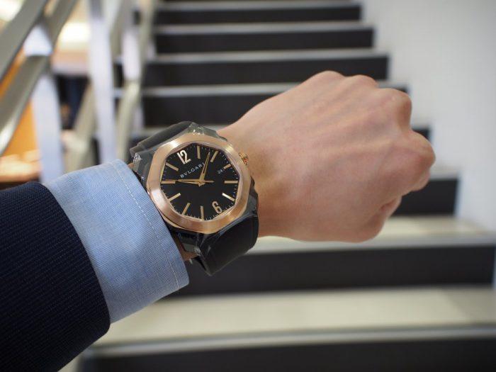 夏の腕元を華やかに。ラバーベルトの時計「ブルガリ オクト オリジナーレ」-BVLGARI -P4090682-700x525