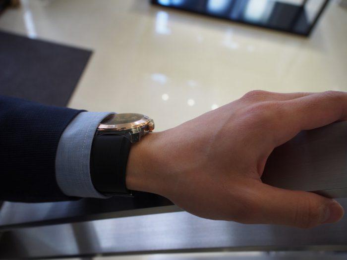 夏の腕元を華やかに。ラバーベルトの時計「ブルガリ オクト オリジナーレ」-BVLGARI -P4090683-700x525