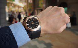 夏の腕元を華やかに。ラバーベルトの時計「ブルガリ オクト オリジナーレ」