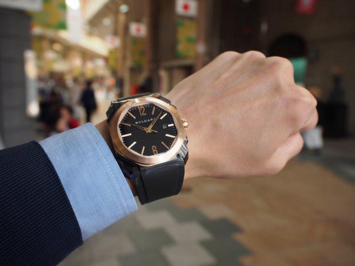夏の腕元を華やかに。ラバーベルトの時計「ブルガリ オクト オリジナーレ」-BVLGARI -P4090684-700x525