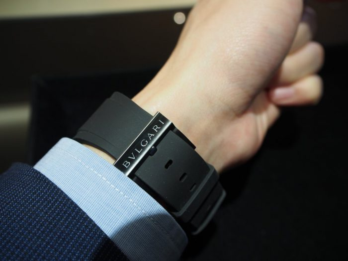 夏の腕元を華やかに。ラバーベルトの時計「ブルガリ オクト オリジナーレ」-BVLGARI -P4090685-700x525