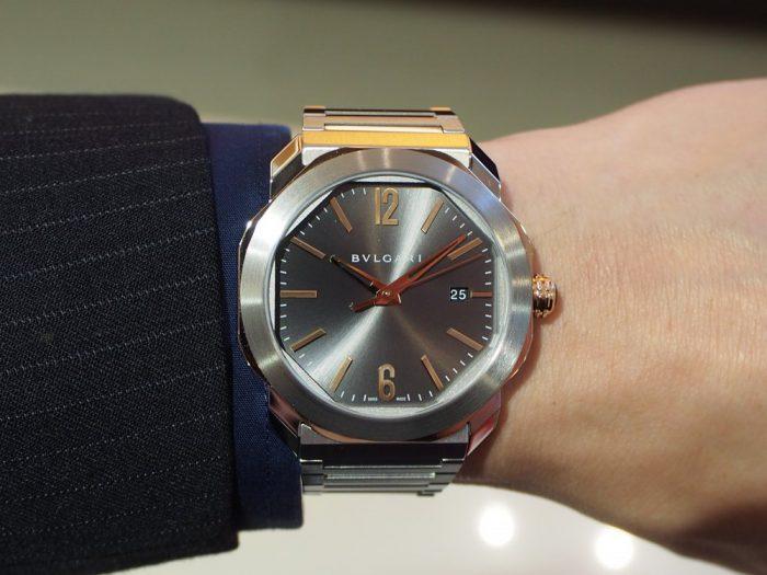 クールなグレー文字盤と18Kピンクゴールドを使用したエレガンスな時計「ブルガリ オクト ローマ」-BVLGARI -P4180017-700x525