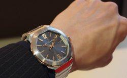 クールなグレー文字盤と18Kピンクゴールドを使用したエレガンスな時計「ブルガリ オクト ローマ」