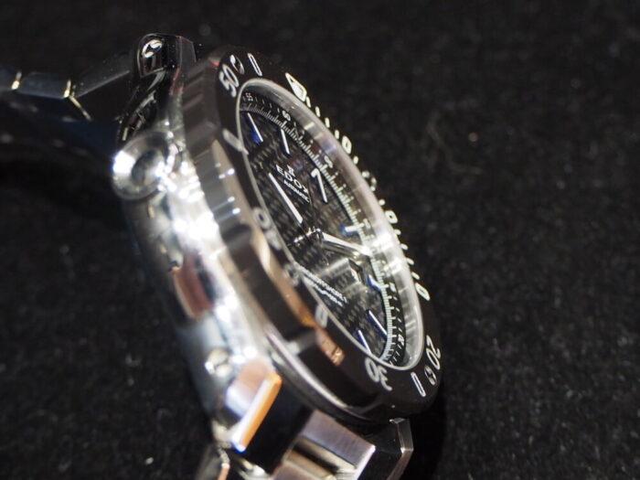 輝きの変化するブルーインデックスで夏の腕元を華やかに「エドックス クロノオフショア1 プロフェッショナル」-EDOX -P6090138-700x525