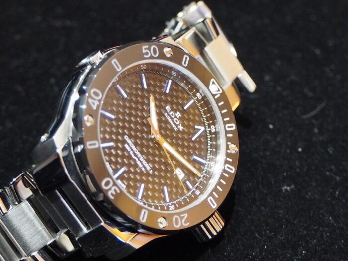 輝きの変化するブルーインデックスで夏の腕元を華やかに「エドックス クロノオフショア1 プロフェッショナル」-EDOX -P6090139-700x525