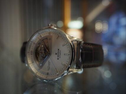 ダイバーズだけじゃない!EDOXのクラシックな時計「レ・ヴォベール オープン ハート オートマチック」