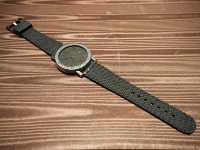 高級感のあるラバーストラップの時計「ブルガリ ブルガリ」-BVLGARI -P7130035-700x525