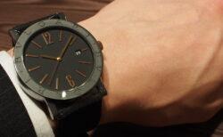 高級感のあるラバーストラップの時計「ブルガリ ブルガリ」