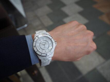 シャネルフェア終了まであと3日!夏は白い時計でさわやかに「シャネル J12 キャリバー12.1」入荷しました!