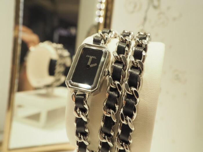 センスが光る、シャネルらしい腕時計「プルミエール ロック」(H3749)-CHANEL -P1050276-700x525