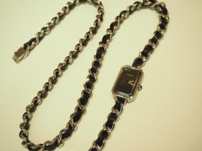 センスが光る、シャネルらしい腕時計「プルミエール ロック」(H3749)-CHANEL -P1050284-700x525