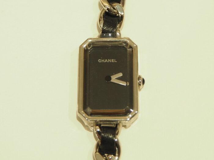 センスが光る、シャネルらしい腕時計「プルミエール ロック」(H3749)-CHANEL -P1050286-700x525